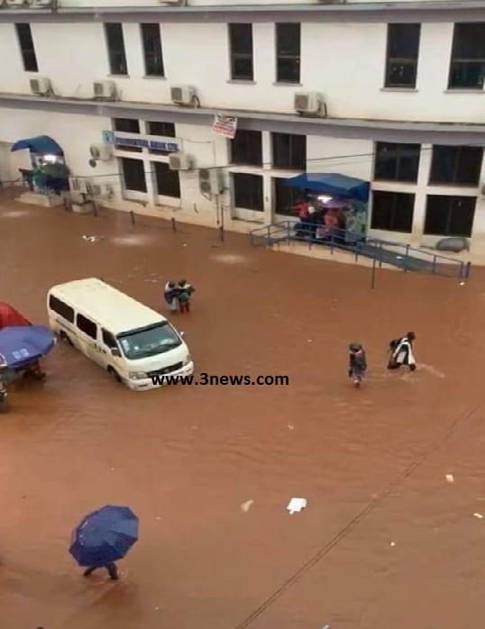 Photos: Kejetia market floods following heavy rains. 55