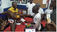 The delegates promised the MP a resounding victory after receiving the forms