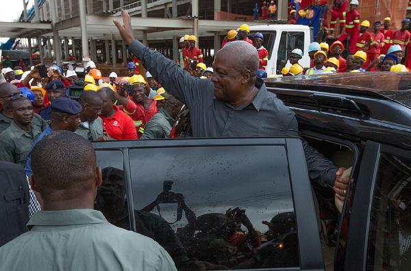 President Mahama arriving at the Kejetia Central Market