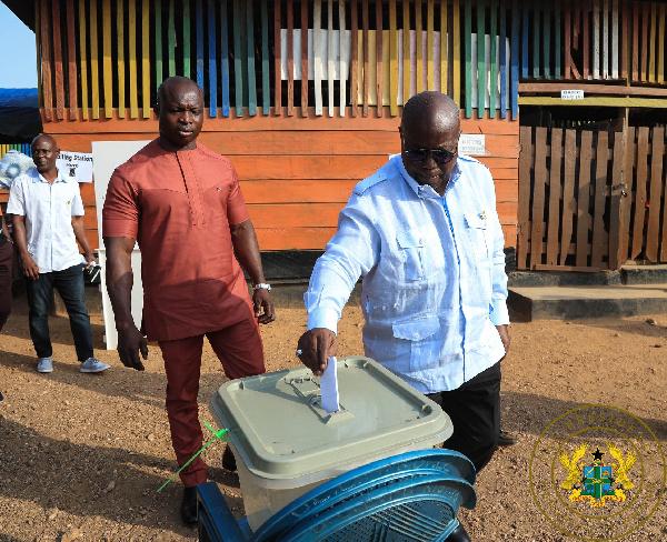 President Akufo-Addo casting his vote