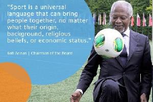Kofi Annan Playing Ball