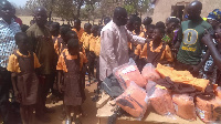 The DCE of Bongo presents 160 pairs of school uniform in a first batch to the school