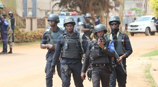 The timely intervention of security personnel in the area prevented a bloodbath