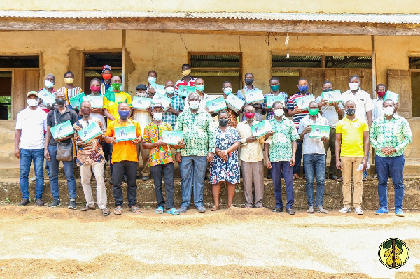 Cocobod and light a village donate solar lamps to farmers in Volta Region