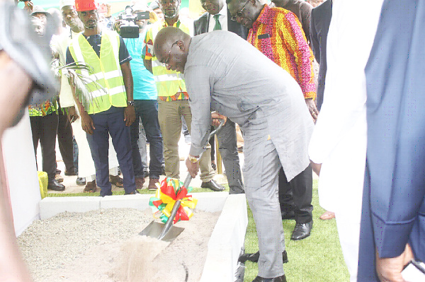 Bawumia cut the sod for the start of the construction of the Western Corridor Project