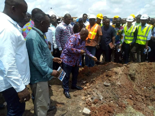 Nana Addo cutting the sod to commence the project