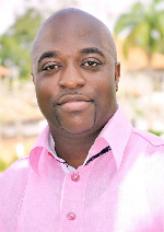 Dr Kofi Amoah salutes Kotoko board member for generous car gift to coach and CEO