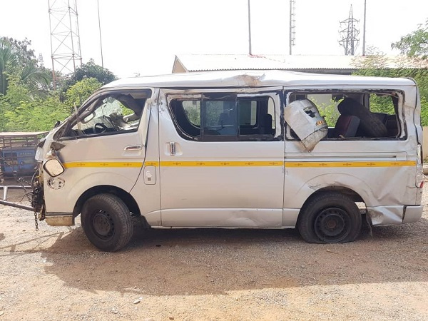 Commercial bus driver knocks robbers. 7