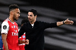 Coach Mikel Arteta issues orders to skipper Aubameyang