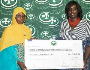 Madina Salihu receiving her GHC5,000 from a representative of ABL