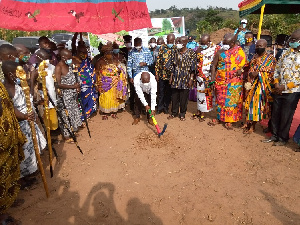 Health Minister, Kwaku Agyemang-Manu cutting sod for commencement of work