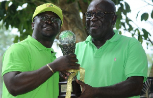 Omane Brenpong(L) receiving his prize from Sir Sam Jonah