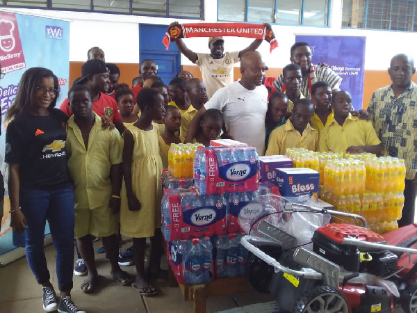 Manchester United fans in Ghana donate to Dzorwulu Special School