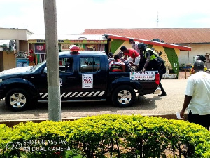 The gang, made up of two, succeeded in snatching the Toyota Matrix taxi cab