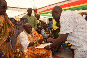 Kojo Oppong Nkrumah hands the letter to Togbe Sri III