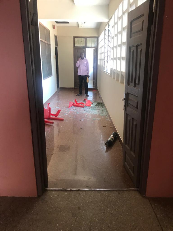 Sekyere East: Irate NPP supporters vandalise DCE's office 1
