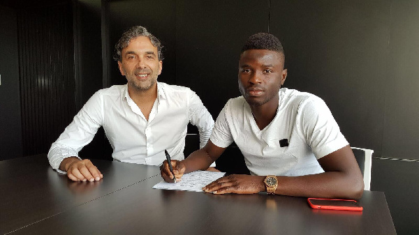 Alhassan Wakaso has finally signed a three year deal with Portuguese side Vitoria Guimaraes