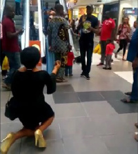 Lady proposing marriage to her boyfriend in a mall gets turned down