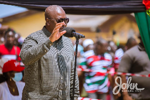 John Mahama Addressing Fishers At Nyanyano