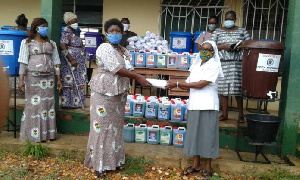 Buluk Bisa Club making the donation