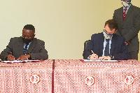 Buenar Puplampu and Michael Lindsay signing the Memorandum of Understanding