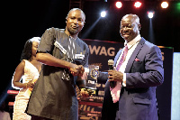 SWAG President, Kwaben A Yeboah, presenting the award to Charles Osei Assibey