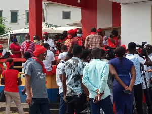 Hearts Of Oak Fans Demonstrate Against 'Under Performing' Togbe Afede Board & Warn Them Against Foreign Coach