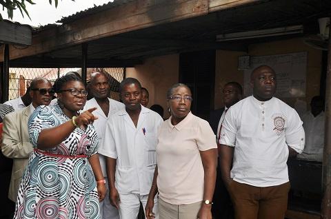 Matilda Amissah-Arthur donates to Accra Psychiatric Hospital