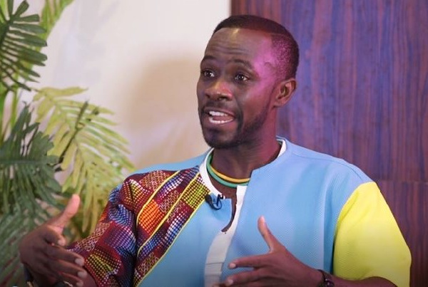 Okyeame Kwame talks about effects of phones on relationships