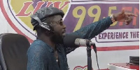 Bisa Kdei in the studios of Luv FM