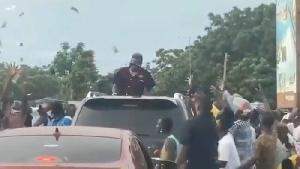 Dancehall artiste, Shatta Wale spraying money into a crowd