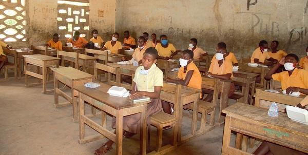 Parents of basic school pupils prepare ahead of school reopening