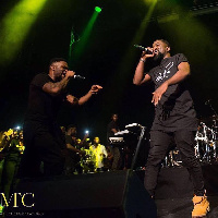 Sarkodie performing with R2Bees on stage
