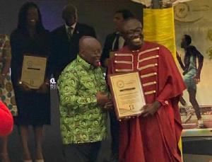 President Akufo-Addo presents the award to Bola Ray