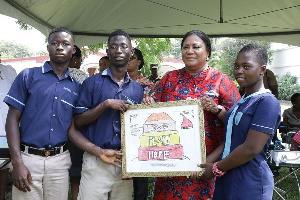 First Lady being presented with an artwork