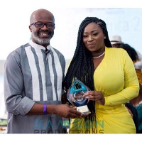 Peace Hyde receives award