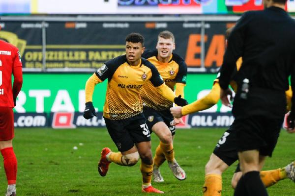 Richard Yeboah powers Dynamo Dresden to top of Bundesliga III table