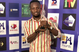 Blogger and Rapper, Sammy Kay with his award