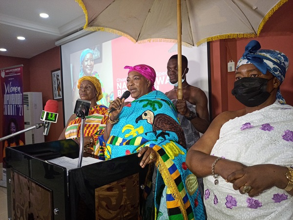Queen mother of Akrokeri addressing women at the gathering