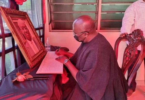 You were a good, honest man – Bawumia signs book of condolence in Kofi Adda's home