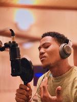 Singer, Derrick Logan
