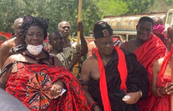 Obirifo Ahunako Ahor Ankobea II with the Omanheema of Gomoa Akyempim