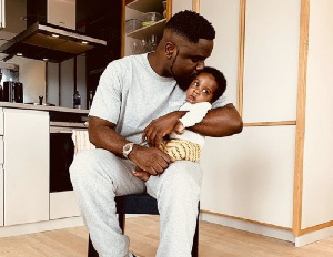 Ghanaian Rapper Sarkodie with son