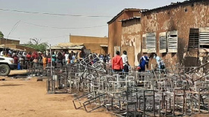 Niger school fire: How 20 children wey trap inside classroom fire incident take die