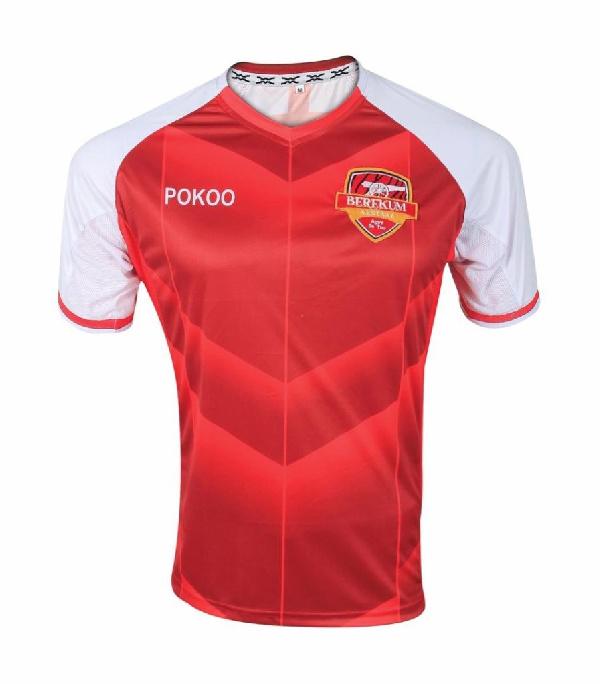 Emmanuel Agyemang-Badu donates two sets of jerseys to former club Berekum Arsenals