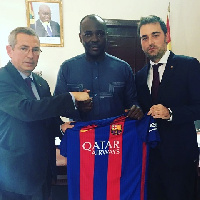 Isaac Asiamah was handed a replica jersey by the delegation from Barcelona