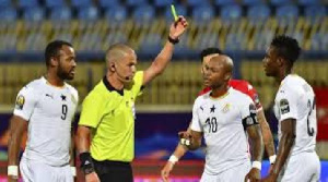 South African referee Victor Gomes