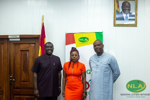 Sammi Awuku with officials from the Nigeria Licensed Lottery Operators Forum