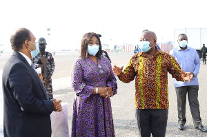 Minister of Health and Minister of Foreign Affairs receiving the vaccine