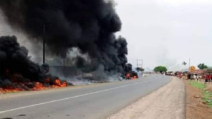 At least 7 pipo die and 50 houses burn sake of petrol tanker accident for Benue state